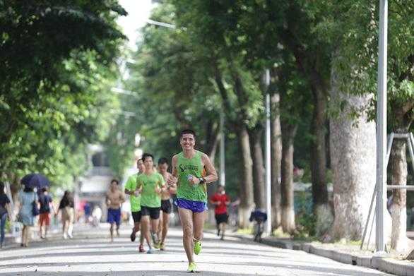 2 VĐV Việt Nam đạt chuẩn dự Boston marathon là bác sĩ và công nhân - Ảnh 2.