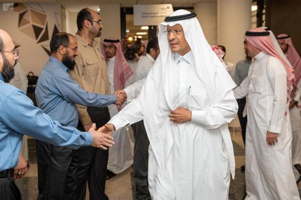 Saudi Arabia nói có một tin tốt sau vụ cơ sở lọc dầu bị tấn công - Ảnh 1.