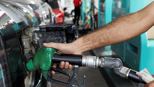 Giá dầu nhảy theo diễn biến Trung Đông - Ảnh 1.