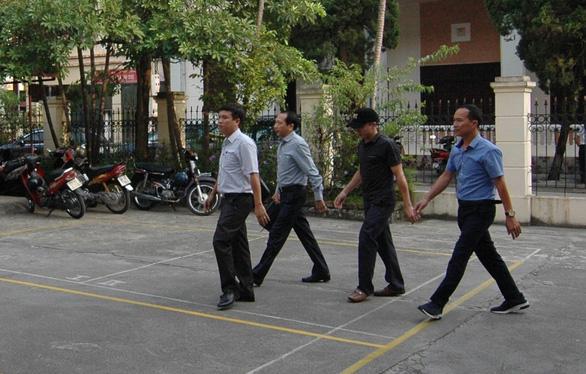 Xét xử vụ gian lận thi cử tại Hà Giang: Tòa triệu tập 176 người - Ảnh 6.