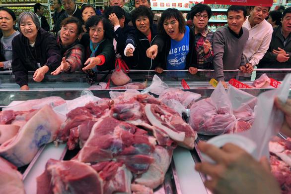 Dân thiếu thịt heo trầm trọng, Trung Quốc đấu giá 10.000 tấn dự trữ chiến lược - Ảnh 1.