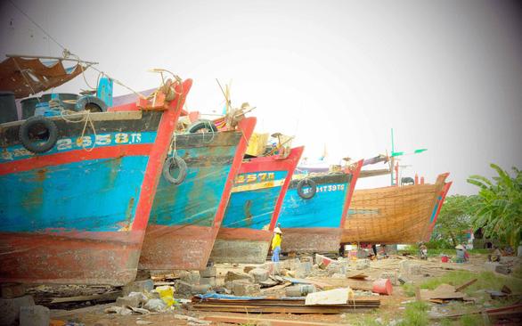 Lửa nghề truyền mãi ngàn sau - Kỳ 4: Đau đáu làng đóng tàu Cổ Lũy - Ảnh 1.