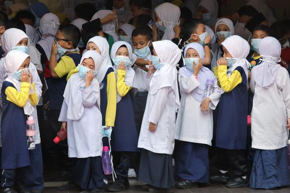 Bó tay vì khói từ Indonesia, Malaysia cầu cứu cả thần linh lẫn ASEAN - Ảnh 2.