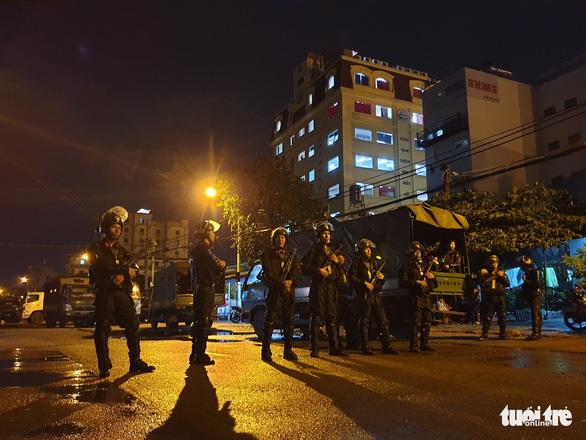 Cảnh sát khám xét trụ sở Alibaba đến rạng sáng - Ảnh 2.