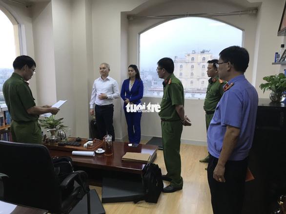 Cảnh sát khám xét trụ sở Alibaba đến rạng sáng - Ảnh 8.