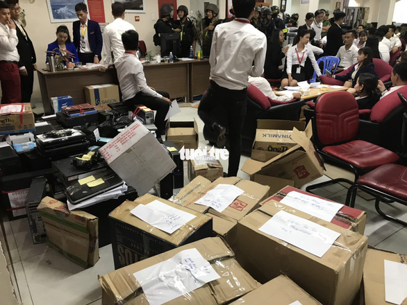 Cảnh sát khám xét trụ sở Alibaba đến rạng sáng - Ảnh 9.