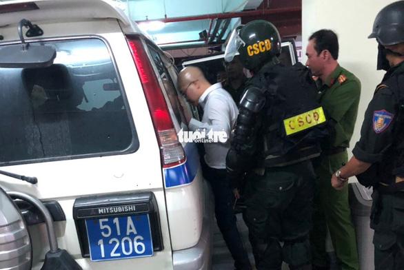 Cảnh sát khám xét trụ sở Alibaba đến rạng sáng - Ảnh 4.