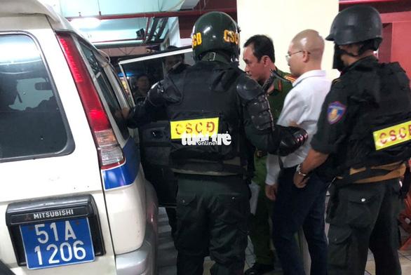 Cảnh sát khám xét trụ sở Alibaba đến rạng sáng - Ảnh 3.