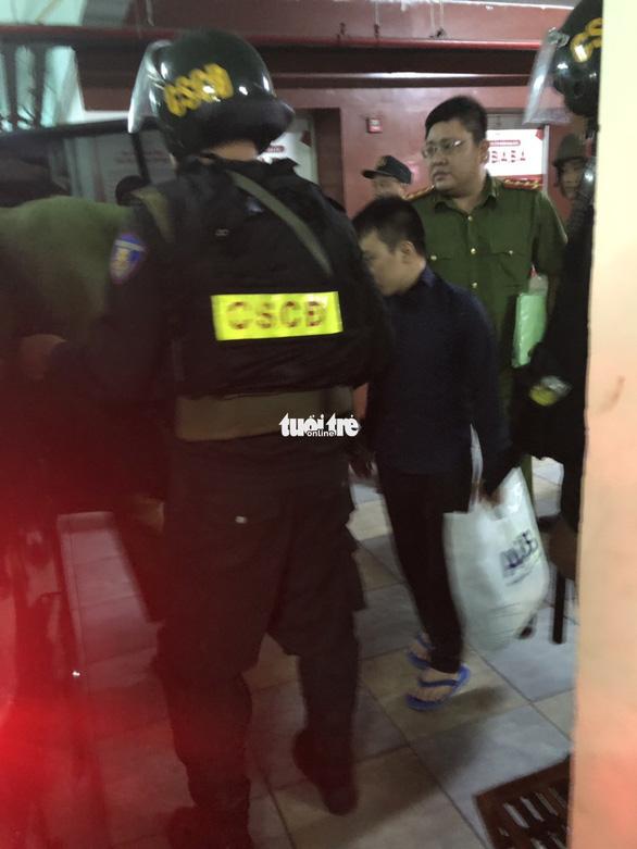Cảnh sát khám xét trụ sở Alibaba đến rạng sáng - Ảnh 6.