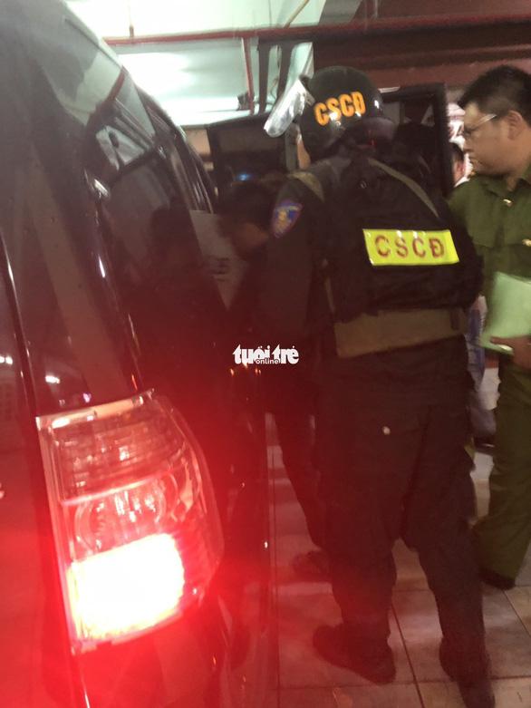 Cảnh sát khám xét trụ sở Alibaba đến rạng sáng - Ảnh 7.