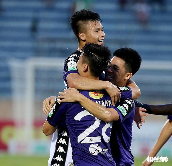 Hà Nội lên ngôi vương V-League 2019 trước 2 vòng đầu - Ảnh 3.