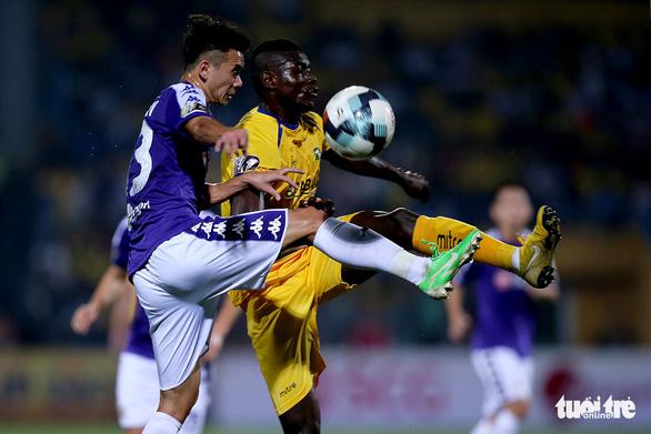 Hà Nội lên ngôi vương V-League 2019 trước 2 vòng đầu - Ảnh 2.