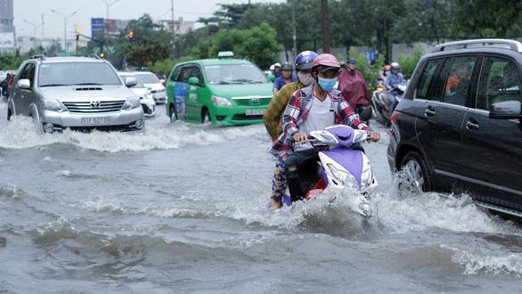 Lùi ngày khởi công dự án chống ngập đường Nguyễn Hữu Cảnh - Ảnh 1.