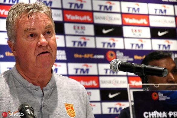 HLV Hiddink bị Trung Quốc sa thải sau trận thua mất mặt trước U22 Việt Nam - Ảnh 1.