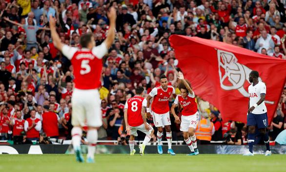 Arsenal hòa Tottenham dù bị đối thủ dẫn trước hai bàn - Ảnh 2.