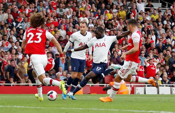 Arsenal hòa Tottenham dù bị đối thủ dẫn trước hai bàn - Ảnh 1.