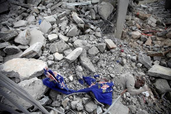 Liên quân chống Houthi không kích trúng nhà tù ở Yemen, 100 người chết - Ảnh 2.