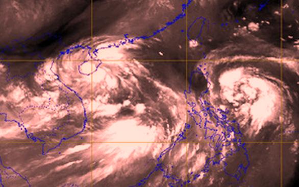 3 áp thấp dồn dập trên biển, miền Trung đối mặt mưa gió dị thường - Ảnh 1.