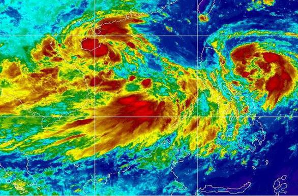 3 áp thấp dồn dập trên biển, miền Trung đối mặt mưa gió dị thường - Ảnh 2.