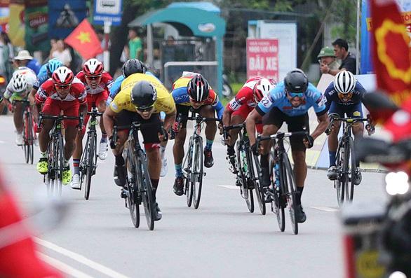 Jordan Parra thắng Im Jae Yeon nửa bánh xe tại TP Hạ Long - Ảnh 1.