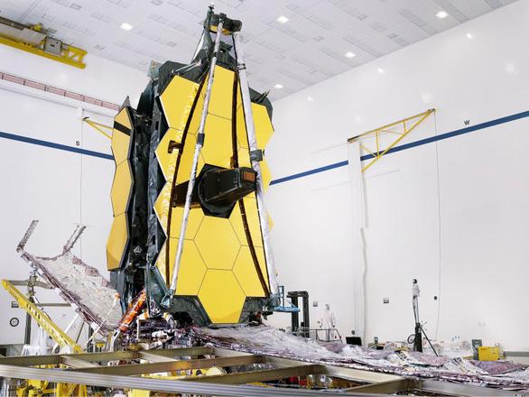 NASA lắp kính thiên văn không gian lớn nhất lịch sử - Ảnh 3.