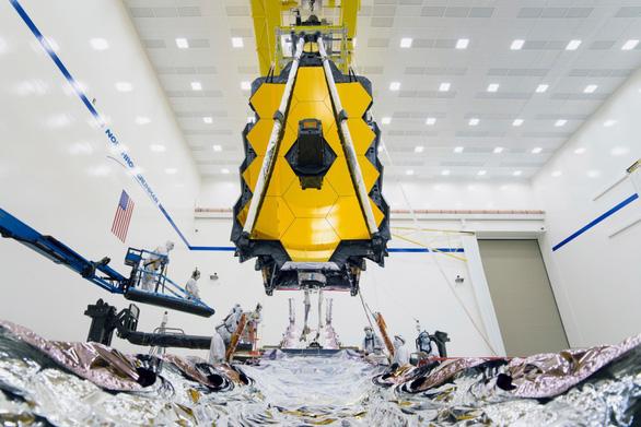NASA lắp kính thiên văn không gian lớn nhất lịch sử - Ảnh 1.