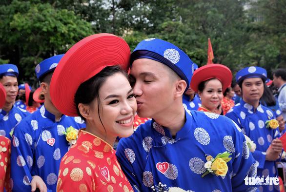 Lễ cưới tập thể của 100 cặp đôi công nhân đúng ngày Quốc khánh - Ảnh 1.