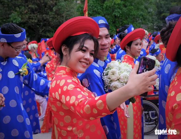 Lễ cưới tập thể của 100 cặp đôi công nhân đúng ngày Quốc khánh - Ảnh 12.