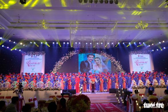 Lễ cưới tập thể của 100 cặp đôi công nhân đúng ngày Quốc khánh - Ảnh 9.