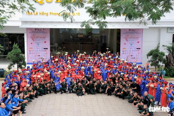 Lễ cưới tập thể của 100 cặp đôi công nhân đúng ngày Quốc khánh - Ảnh 3.