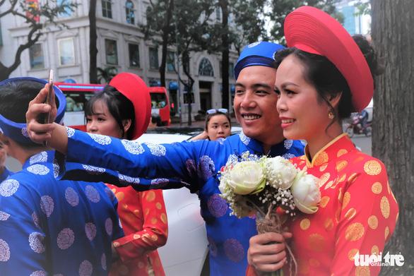 Lễ cưới tập thể của 100 cặp đôi công nhân đúng ngày Quốc khánh - Ảnh 5.