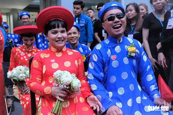 Lễ cưới tập thể của 100 cặp đôi công nhân đúng ngày Quốc khánh - Ảnh 2.