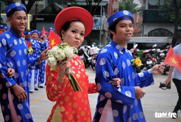 Lễ cưới tập thể của 100 cặp đôi công nhân đúng ngày Quốc khánh - Ảnh 4.