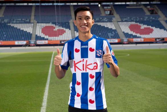 CĐV Việt Nam muốn Heerenveen 'dành cho Văn Hậu một suất' vào tuần tới sau trận thua Ajax - Ảnh 1.
