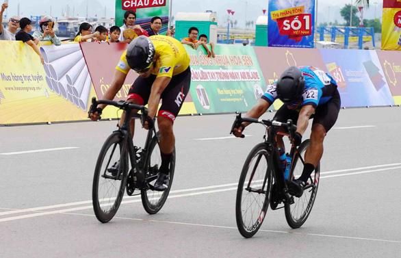 Jordan Parra thắng Im Jae Yeon nửa bánh xe tại TP Hạ Long - Ảnh 2.