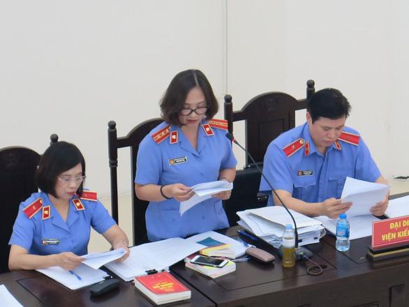 Cựu thứ trưởng Lê Bạch Hồng bị đề nghị mức án 8-9 năm tù - Ảnh 2.