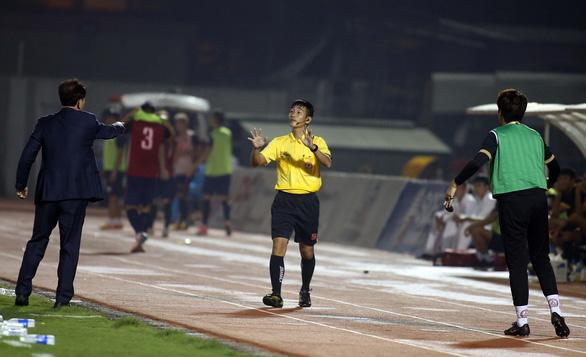 Derby buồn tẻ trên sân Thống Nhất dù có đến 5 bàn thắng - Ảnh 4.