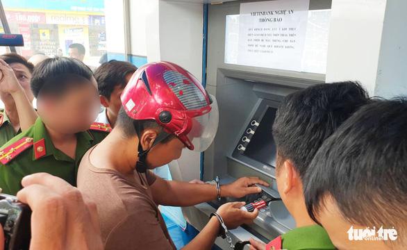 Khởi tố 3 người Trung Quốc sang Việt Nam đánh cắp dữ liệu thẻ ATM - Ảnh 1.