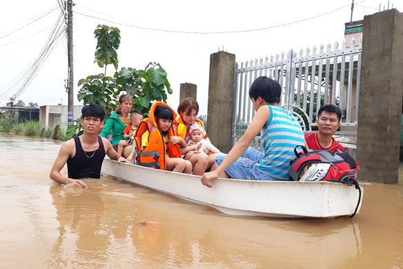 Thủy điện Trị An xả lũ, 99 hộ dân ngập trong nước mênh mông - Ảnh 1.