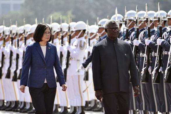 Ngoảnh mặt với Đài Loan, Solomon phải chuyển sinh viên sang Trung Quốc - Ảnh 1.