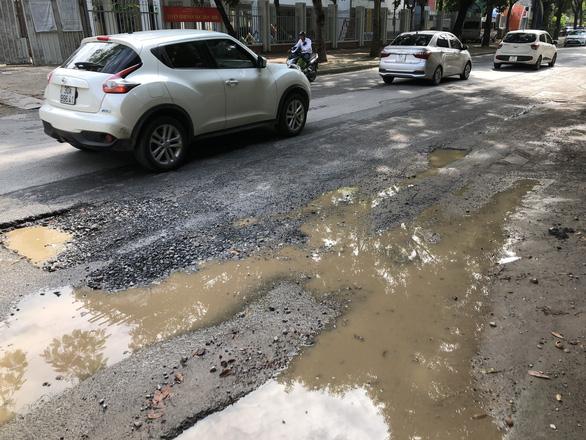Con đường đau khổ ở Hà Nội vì đào lên lấp xuống - Ảnh 3.