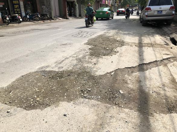 Con đường đau khổ ở Hà Nội vì đào lên lấp xuống - Ảnh 5.