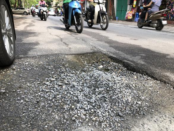 Con đường đau khổ ở Hà Nội vì đào lên lấp xuống - Ảnh 6.