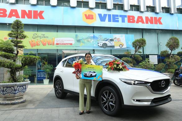 Vietbank trao thưởng xe Mazda CX-5 cho khách hàng gửi tiết kiệm - Ảnh 2.