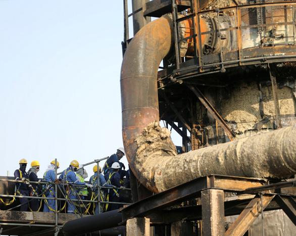 Saudi Arabia tiết lộ quy mô thiệt hại nặng từ loạt tấn công cơ sở lọc dầu - Ảnh 1.