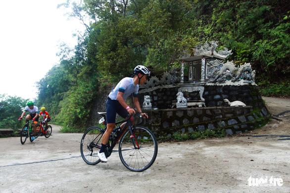 Gần 200 tay đua tham gia thử thách đạp xe leo núi Bạch Mã - Ảnh 2.