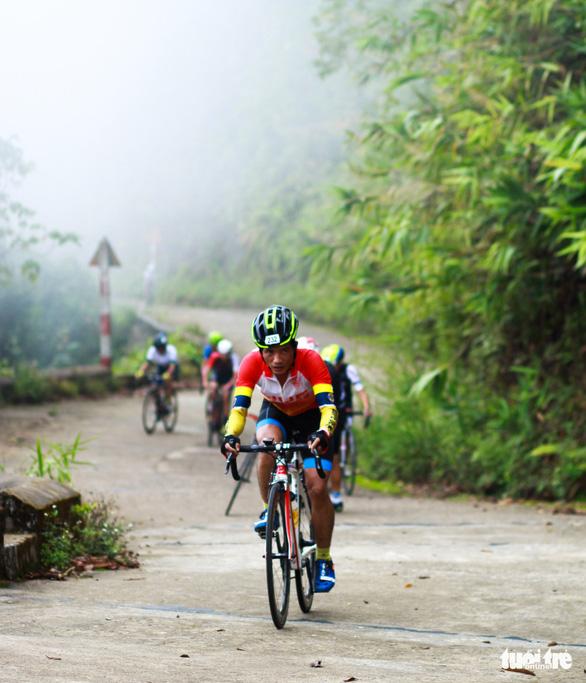Gần 200 tay đua tham gia thử thách đạp xe leo núi Bạch Mã - Ảnh 3.
