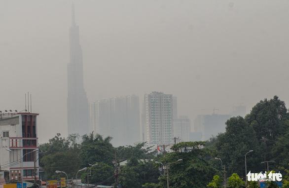 TP.HCM xuất hiện sương mù, báo động ô nhiễm không khí - Ảnh 2.