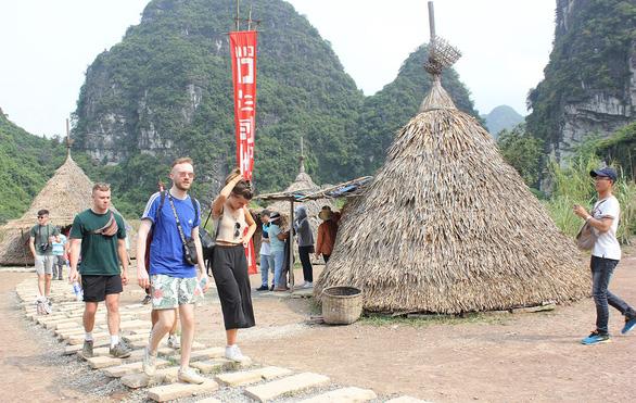 Tháo dỡ phim trường Kong: Skull Island, phục dựng làng Việt cổ? - Ảnh 1.