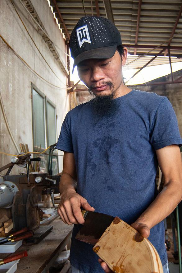 Lửa nghề truyền mãi ngàn sau - Kỳ 5: Chàng thợ rèn lãng tử - Ảnh 4.